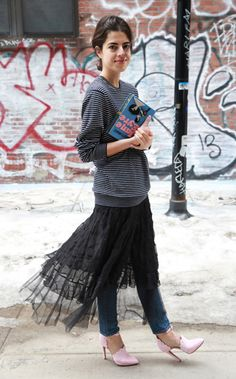 das mulheres 17 Ways to Make Tulle Skirts Look Incredibly Chic 20 Ways Stylish Women Are Wearing Tulle Skirts Dress Over Jeans, Bohemian Mode, Estilo Boho, Autumn Street Style, Skirt Outfits, Emo Outfits, Modest Fashion, Fashion Dresses, Look Fashion