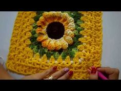 Crochet Pillow, Diy Crochet, Crochet Hats, Easy Crochet Stitches, Baby Alive, Crochet Videos, Crochet Designs, Crochet Flowers, Pillow Covers