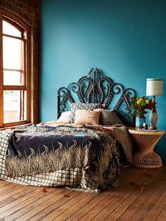 Beach Style Bedroom Ideas - Make your bedroom a relaxing trip with a beach themed bedroom. Check Out 35 Cool Beach Style Bedroom Design Ideas. Peacock Bedding, Peacock Bedroom, Bedroom Turquoise, Farmhouse Style Bedrooms, Farmhouse Master Bedroom, Farmhouse Ideas, Bedroom Retreat, Dream Bedroom, Trendy Bedroom
