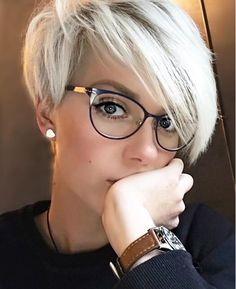 Pixie haircut is the most important weapon used by women throughout history for beauty. Millions of women of all ages have used pixie hair and will continue. You can see amazing 20 pixie short haircut. Pixie Haircut For Round Faces, Messy Pixie Haircut, Longer Pixie Haircut, Round Face Haircuts, Short Pixie Haircuts, Short Textured Hair, Very Short Hair, Short Hair Cuts For Women, Short Hair Styles