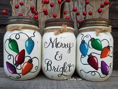 Painting Glass Jars, Chalk Paint Mason Jars, Painted Wine Bottles, Painted Jars, Hand Painted, Mason Jar Christmas Crafts, Mason Jar Crafts, Christmas Decor, Crafts With Glass Jars