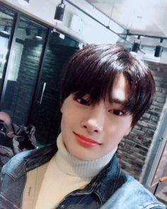 Jeongin ♡ 18/01/29 •instagram