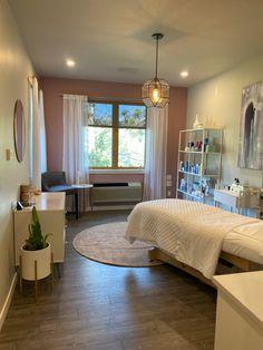 Massage Room Decor, Spa Room Decor, Home Spa Room, Spa Rooms, Beauty Room Salon, Beauty Room Decor, Spa Room Ideas Estheticians, Esthetics Room, Spa Studio