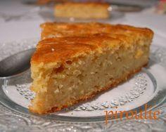 Gâteau moelleux aux pommes •3 grosses pommes •1 citron •3 oeufs •100 g de sucre complet •125 g de purée d'amande •100 g de farine de riz •50 g de farine de pois chiche •50 g de farine de châtaigne •1 et 1/2 cc de levure •1 cc de cannelle en pdre