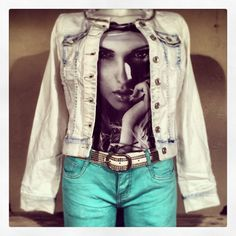 Bleached denim Jack €49,99 T-shirt photoprint €14,99 Stretch jeans €34,99 Riem studs & Stones €14,99 @fratellosemmen