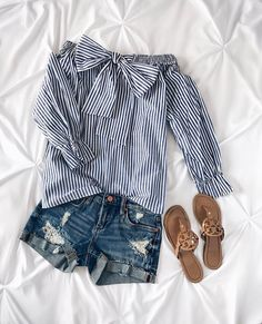 2,461 отметок «Нравится», 23 комментариев — Caitlin (@cmcoving) в Instagram: «Blue & white stripes and a bow? Sign me up Both my top & shorts are less than $100!…»