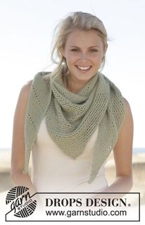 """Knitted DROPS shawl in garter st with lace pattern in """"BabyAlpaca Silk"""". ~ DROPS Design"""