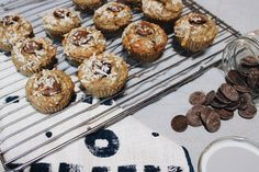Healthy banana muffins 🍌🧁 Healthy Cafe, Healthy Treats, Healthy Foods To Eat, Healthy Eating, Healthy Recipes, Healthy Banana Muffins, Banana Coconut, Chocolate Chip Muffins, Love Eat