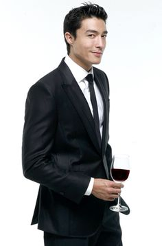Daniel Henney.....drool reflex activated!