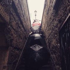 Rainy day walks in #paris #travelpics #travelgram #street_photo_club #streetphotography #travelblogger #pictureoftheday