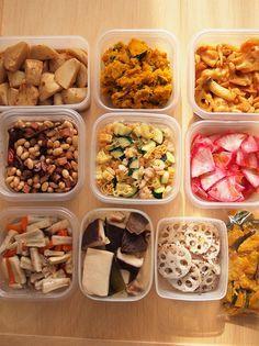 時間のある時におかずを作り置きしておけば、朝詰めるだけで、美味しいお弁当が出来上がり♪もう1品欲しいときや、彩りが足りない時にも重宝しますよ。 Japanese Lunch, Japanese Dishes, Japanese Food, Healthy Summer Recipes, Lunch Recipes, Cooking Recipes, Yummy Snacks, Yummy Food, Make Ahead Freezer Meals