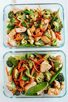 This EASY 20 minute One Skillet Cashew Chicken Stir Fry is the perfect weeknight meal that is healthy, full of flavor and perfect for your weekly meal prep! Brownie Recipes, Chops Recipe, Food Porn, Pork Chops, Pasta Salad, Easy Pork Chop Recipes, Easy Meals, Ethnic Recipes, Crab Pasta Salad