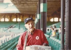 MALTS BY DAY, PEANUTS BY NIGHT!  The man, the myth, the legend......The great Irving Newer-{toothless Irving}--September, 1979. Irv died in January, 1984.  Irving, legally blind...only sold Frosty Malts at Wrigley Field which only played day games back then.  But since that item didn't exist at old Comiskey Park......he schlepped peanuts.......to a crowd that mainly played night games.  Did you notice that Irv's 40 cent price button is not pinned on correctly? Sadly, he wouldn't have.