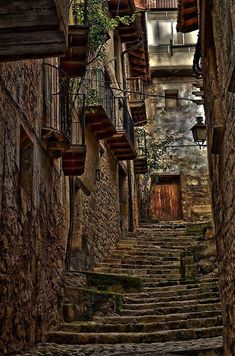 Valderrobres, Teruel Vila Medieval, Medieval Village, Great Places, Places To See, Beautiful Places, Portugal Travel, Spain Travel, Aragon, Stairway To Heaven
