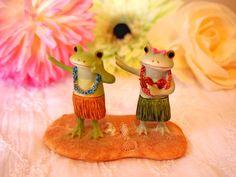 カップルでフラダンスするカエル