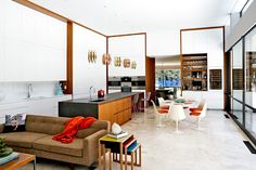 cool Mid-Century Modern Residence Decorated With An Impeccable Taste