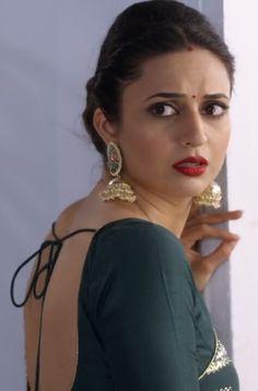 Indian Tv Actress, Indian Actresses, Divyanka Tripathi Saree, Saree Backless, Bollywood Actress Hot Photos, Cute Girl Pic, Most Beautiful Indian Actress, Indian Beauty Saree, Beautiful Gorgeous