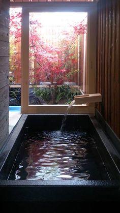 現代に息づく京都の町家: 一級建築士事務所 (有)BOFアーキテクツが手掛けたtranslation missing: jp.style.洗面所-お風呂-トイレ.asian洗面所/お風呂/トイレです。