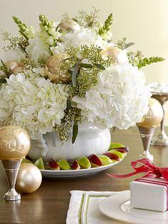 christmas table center piece flower arrangement