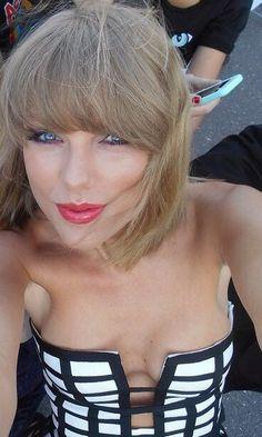 Taylor Swift http://celebgoodies.tumblr.com