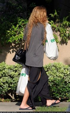 Mary-Kate Olsen wearing Havaianas Top Flip-Flops in Black,  Mary-Kate Shopping in Hollywood July 27 2006