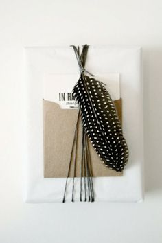 gift wrapping ideas I embellish your gifts with whatever you have. #viftwrapping #brownpaper #emballagecadeau