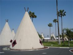 Wigwam Motel California    Original Route 66 Wigwam motel  An update on the traditional Indian habitat of a wigwam, but in concrete, these 19 motel units near San Bernadino in California date from the early 1950's. Now recognised on the US register of historic monuments, they are part of a chain created in 1935 by Frank A. Redford. The first design in Kentucky was patented in 1936 by Frank, and the Wigwam Motel grew with one of the first franchises to include 6 properties across the USA…