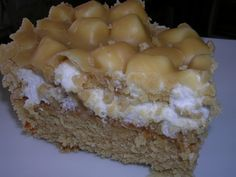 Recipe: squares with marshmallows and cream sugar. Mug Recipes, Cake Recipes, Canadian Food, Rice Krispie Treats, Rice Krispies, Pie Cake, Cream And Sugar, Cookie Desserts, Desert Recipes
