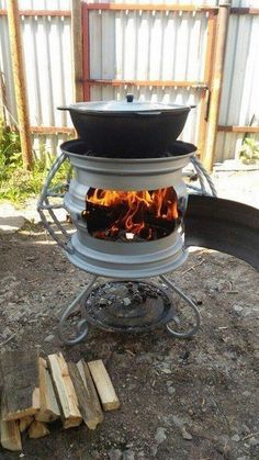 Rim Fire Pit, Fire Pit Grill, Cool Fire Pits, Fire Pit Backyard, Outdoor Stove, Outdoor Kitchen Design, Outdoor Fire, Balustrade Inox, Diy Wood Stove
