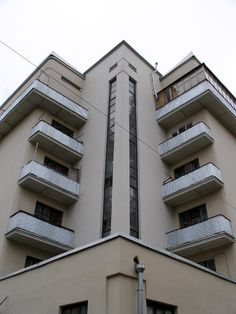Constructivist apartment block, late in Pyatnitskaya street alleys, Zamoskvorechye, Moscow, Russia. Bauhaus, Russian Constructivism, Russian Architecture, Apartment Living, Living Room, Multi Story Building, Exterior, Moscow Russia, Street