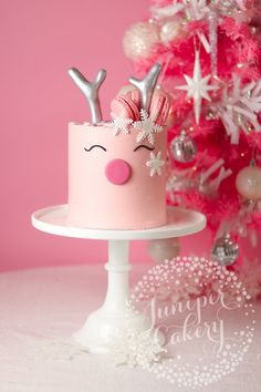 Gorgeous reindeer cake tutorial by Juniper Cakery for Benefit Cosmetics UK Pink Christmas, Christmas Birthday, Christmas Desserts, Baby Birthday, Christmas Treats, Christmas Baking, Christmas Holidays, Birthday Cake, Christmas Cakes