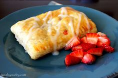 Homemade Strawberries and Cream Cheese Toaster Strudels. This uses frozen puff pastry and uses the whole package to make 6 strudels. Simple and versatile :) Breakfast Pastries, Breakfast Recipes, Breakfast Dishes, Breakfast Ideas, Homemade Toaster Strudel, Frozen Breakfast, Strawberry Breakfast, Strawberry Jam, Do It Yourself Food