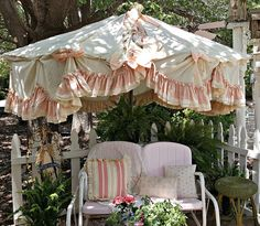 Penny& Vintage Home: Patio Umbrella Recovered with Ruffled Curtains, Shabby Chic Patio, Vintage Shabby Chic, Shabby Chic Homes, Garden Parasols, Patio Umbrellas, Outdoor Rooms, Outdoor Living, Outdoor Decor, Outdoor Areas
