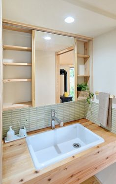 写真09|T様邸/ラフィネ/平屋(H28.8.2更新) Washroom Design, Toilet Design, Bathroom Design Small, Wash Basin Cabinet, Single Apartment, Zen Interiors, Mini Bad, Contemporary Toilets, Japanese Bathroom