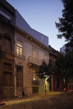 Venturini House / Adamo-Faiden © Cristobal Palma