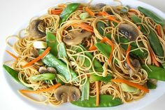 Sub pasta with spaghetti squash. The Garden Grazer: Asian Spaghetti with Mushrooms, Snow Peas, Garlic Vegetarian Recipes, Cooking Recipes, Healthy Recipes, Drink Recipes, Yummy Recipes, Fast Recipes, Healthy Foods, Dinner Recipes, Asian Spaghetti