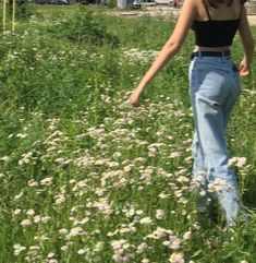 we hit :)))))) 👼🏼🤍 awesome Tagged with aesthetixs alternative fashion flowers girl grass green indie retro summer vintage Nature Aesthetic, Summer Aesthetic, Aesthetic Vintage, Aesthetic Photo, Aesthetic Pictures, Aesthetic Clothes, Photography Aesthetic, Aesthetic Girl, Aesthetic Indie