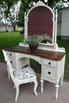 french vanilla vanity makeover - might have to do this with my vanity!