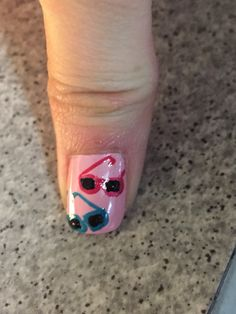 Sunglasses nail art