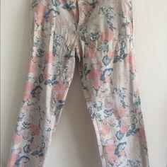 Daisy Fuentes Capri Never Worn Pretty pastel colors Daisy Fuentes Pants Capris