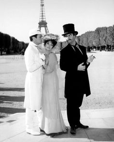 Tony Curtis, Natalie Wood, and Jack Lemmon in Paris for the Blake Edwards comedy The Great Race, Natalie Wood, Hollywood Stars, Classic Hollywood, Old Hollywood, Tony Curtis, Movie Costumes, Cool Costumes, Tour Eiffel, Hollywood Actresses
