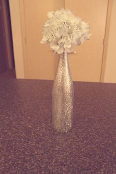 Glitter wine bottle vase, practically free and disposable. Nice for wedding showers, etc. Glitter Wine Bottles, Empty Wine Bottles, Wine Bottle Crafts, Glitter Vases, Gold Bottles, Wine Bottle Centerpieces, Wedding Table Centerpieces, Bottle Vase, Centerpiece Ideas