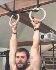 chris hemsworth pull-ups (GIF Image, 373 × 464 pixels) Chris Hemsworth Thor, Chris Evans, Chris Pratt, Hemsworth Brothers, Wattpad, Scruffy Men, Shirtless Men, Beautiful Boys, Beautiful People