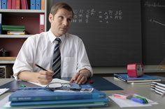 Samuel Streiff als Jonas Kopp Tv, Coat, Teachers, School, Sewing Coat, Television Set, Peacoats, Coats, Jacket