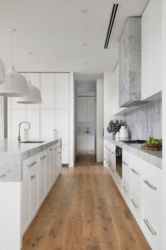 timber flooring Coastal luxe meets Hamptons style in this Mornington Peninsula home Home Interior, Kitchen Interior, Design Kitchen, Kitchen Layout, Les Hamptons, Hamptons Style Decor, Timber Flooring, Home Flooring, Modern Flooring