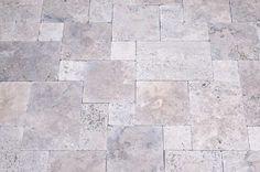 http://www.kerana.de/bilder/produktbilder_gartenbau/Travertinplatten_grau_Terassenplatten_Garten_Platten.jpg