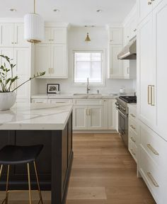 Home Decor Kitchen, Interior Design Kitchen, Home Design, New Kitchen, Home Kitchens, White Kitchen Interior, White Kitchen Decor, Interior Livingroom, Design Ideas