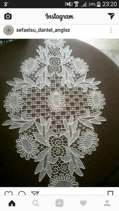This Pin was discovered by Rit Crochet Motif, Irish Crochet, Romanian Lace, Cutwork Embroidery, Point Lace, Needle Lace, Lace Flowers, Sewing Hacks, Tatting
