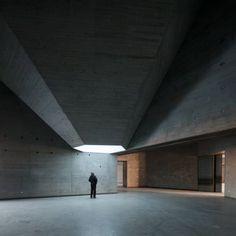 Light cannons in Nieto Sobejano's Contemporary Arts Center, Córdoba 2013. Via, 2, photos (C) Roland Halbe, Fernando Alda.