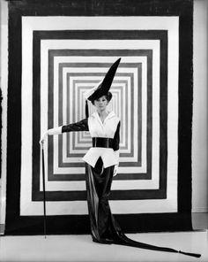 Audrey Hepburn por Cecil Beaton para My Fair Lady dirigida por George Cukor, 1963, traje diseñado por Cecil Beaton © Cecil Beaton Estudio Archivo, de Sotheby en Londres